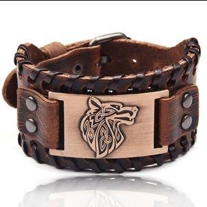 Other - 🆕️Unisex Wolf cuff bracelet
